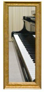 鏡に映ったピアノ